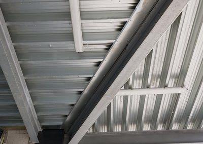 Installation d'éclairage au plafond